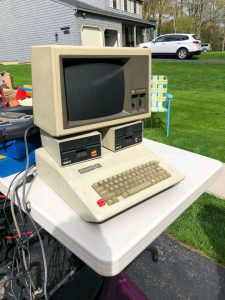 Garage sale Apple ][e